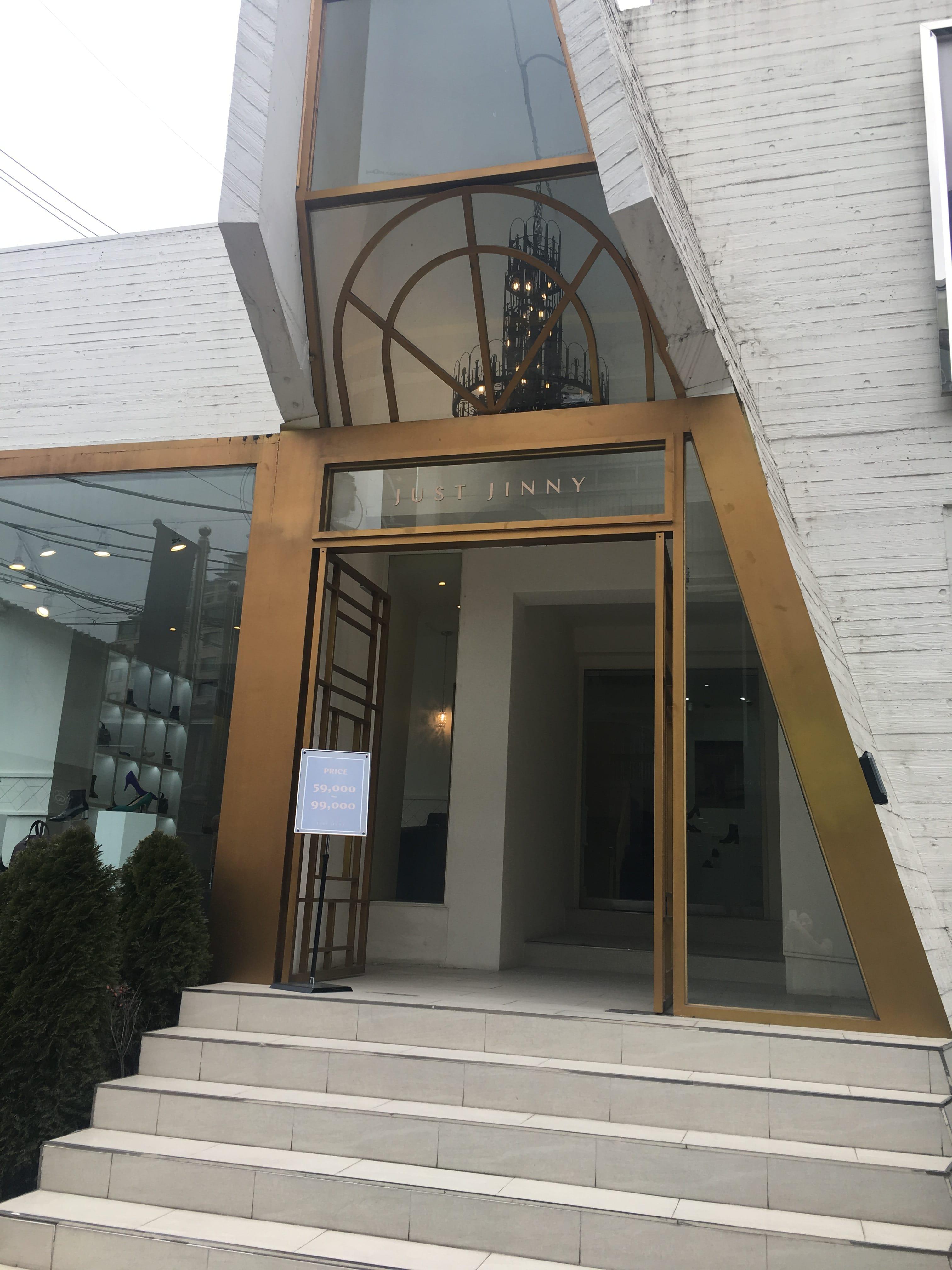 슈어홀릭에게 사랑받는 브랜드 지니킴. 지니킴의 세컨 브랜드 '저스트지니' 쇼룸이 지난 11월 압구정에 오픈했다.