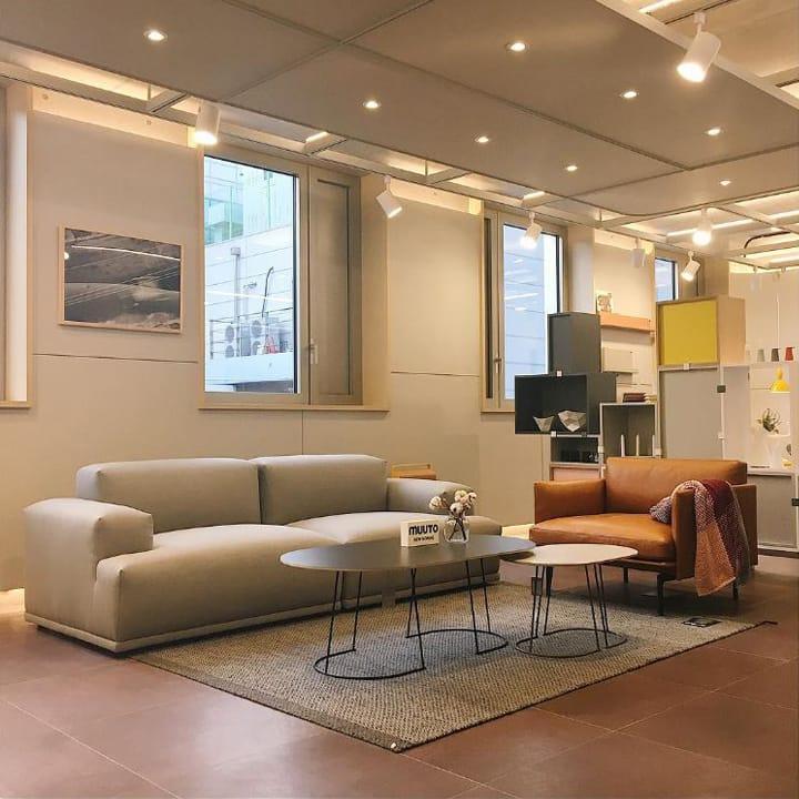 2층은 노만 코펜하겐의 가구와 소품들을 볼 수 있으며 3층에서는 무토의 제품들을 볼 수 있다. 두 층의 디스플레이 모두 실제 집의 한 부분처럼 연출했으며 이곳에서 직접 스타일링 컨설팅까지 해주고 있으니 참고하자.<br>