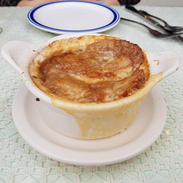 프랑스 가정식이라는 컨셉에 맞게  단촐 하지만 따뜻한 마음이 느껴지는 메뉴들. 프랑스 가정식에 꼭 들어가는 수프부터, 고기 요리, 디저트까지 모두 갖추어져 있다. <br>