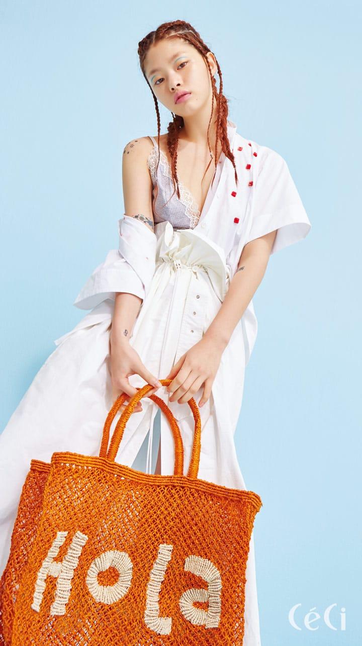 보디슈트 3만5천원 H&M, 비즈 장식 셔츠 75만원 폴앤조, 큼직한 서머 백 19만5천원 래트바이티