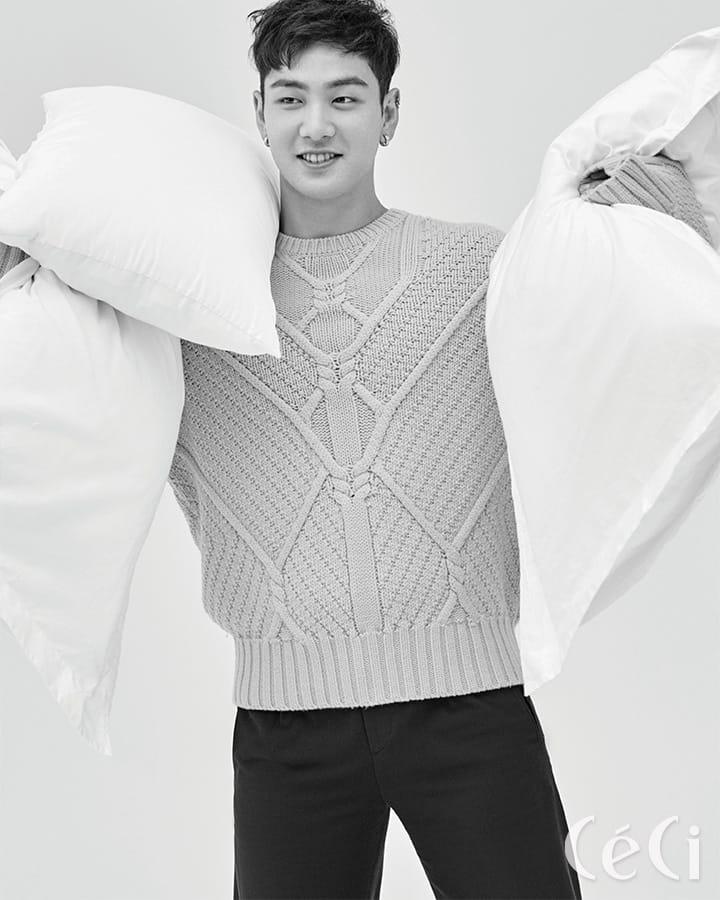 옐로 컬러 오버사이즈 스웨터 닐 바렛 Neil Barret 블랙 컬러 팬츠는 스타일리스트 소장품.