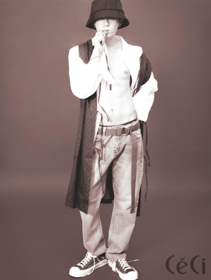 오버사이즈 셔츠 19만9천원 Wwwm 베스트로 연출한 에이프런 스타일리스트 소장품 데님 팬츠 가격미정 써틴먼스 13month 버킷 햇 가격 미정 코스 Cos 스니커즈 6만5천원 엑셀시오르 Excelsior