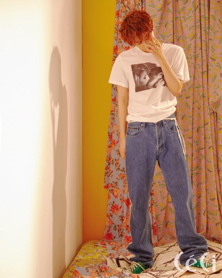 프린트 티셔츠와 데님 팬츠 모두 캘빈클라인 진 Calvin klein jeans 신발 컨버스 Convers